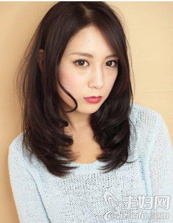 资讯生活斜分长刘海发型修颜瘦脸 塑造摩登气质女神